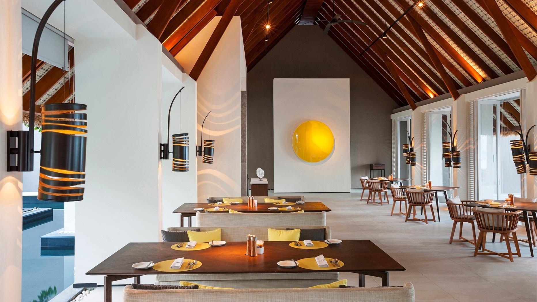https://www.otdesign.com/wp-content/uploads/2020/11/OTdesign_Cheval_Blanc_Randheli_-the-white-restaurant.jpg